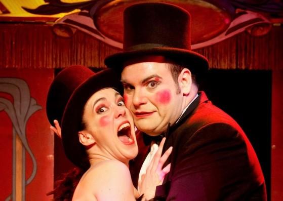 """Cabaret de caricia y puntapié"""" en el teatro Alfíl."""